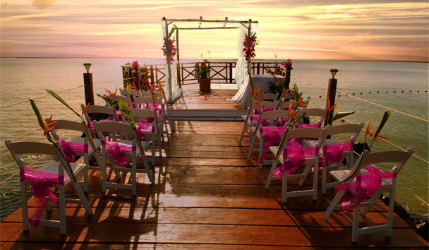 Calabash Cove Resort & Spa: Wedding on the pier
