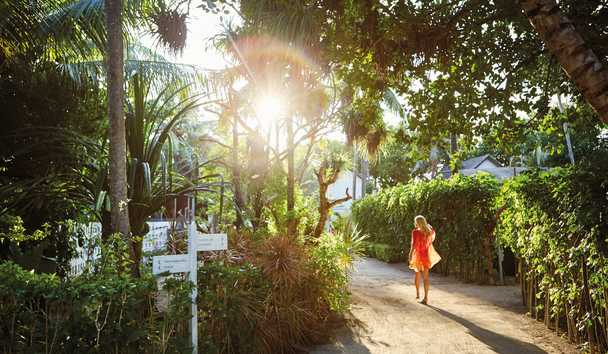 LUX South Ari Atoll - Walking in gardens